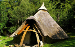 Cae Mabon roundhouse